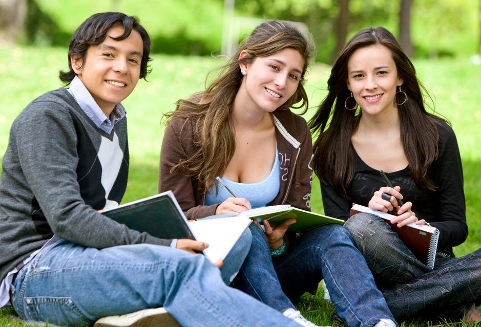 photodune-430148-college-or-university-students-s